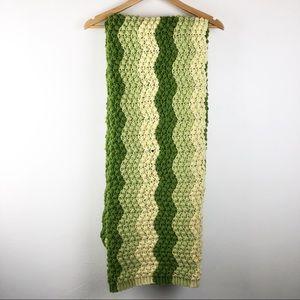 🌿 Vintage Crotched Throw Blanket
